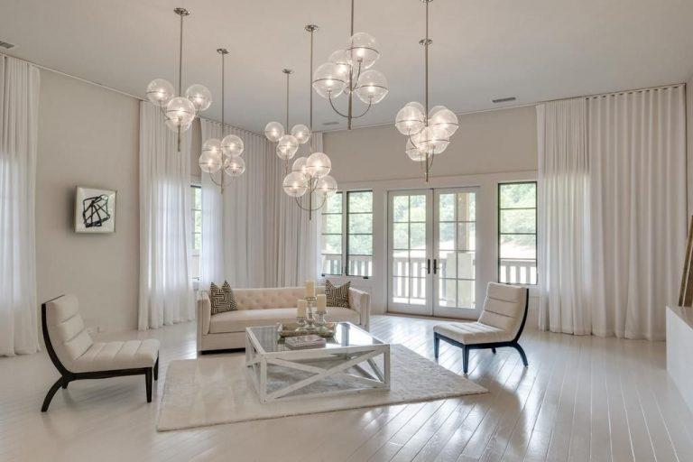 This sitting room has elegant, modern light fixtures. (Photo: Trulia)