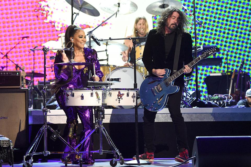 """LOS ANGELES, CALIFORNIA - JANUARY 28: (L-R) Sheila E. and Dave Grohl of the Foo Fighters performs onstage during the 62nd Annual GRAMMY Awards  """"Let's Go Crazy"""" The GRAMMY Salute To Prince on January 28, 2020 in Los Angeles, California. (Photo by Kevin Mazur/Getty Images for The Recording Academy)"""