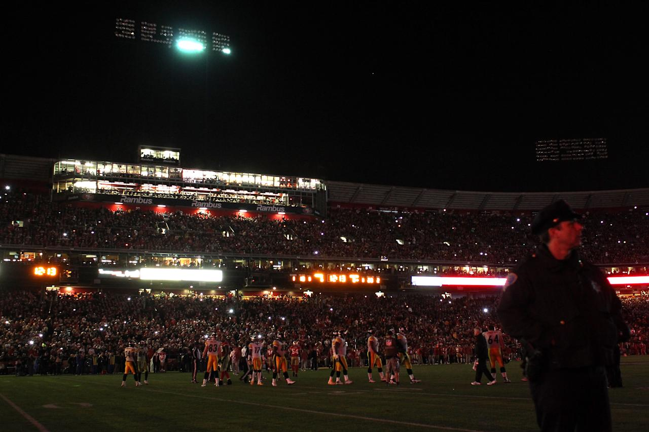 SAN FRANCISCO, CA - DECEMBER 19:  The power goes for a second time causing a 16-minute delay before play is resumed at the 12:13 mark in the second quarter between the Pittsburgh Steelers and the San Francisco 49ers at Candlestick Park on December 19, 2011 in San Francisco, California.  (Photo by Ezra Shaw/Getty Images)