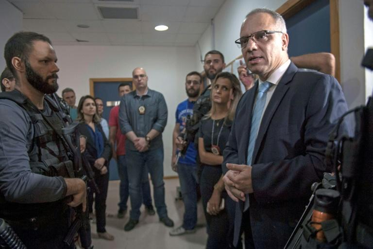 Rio de Janeiro's Security Chief Roberto Sa speaks with members of the civil police unit who took part in the arrest of Rogerio 157