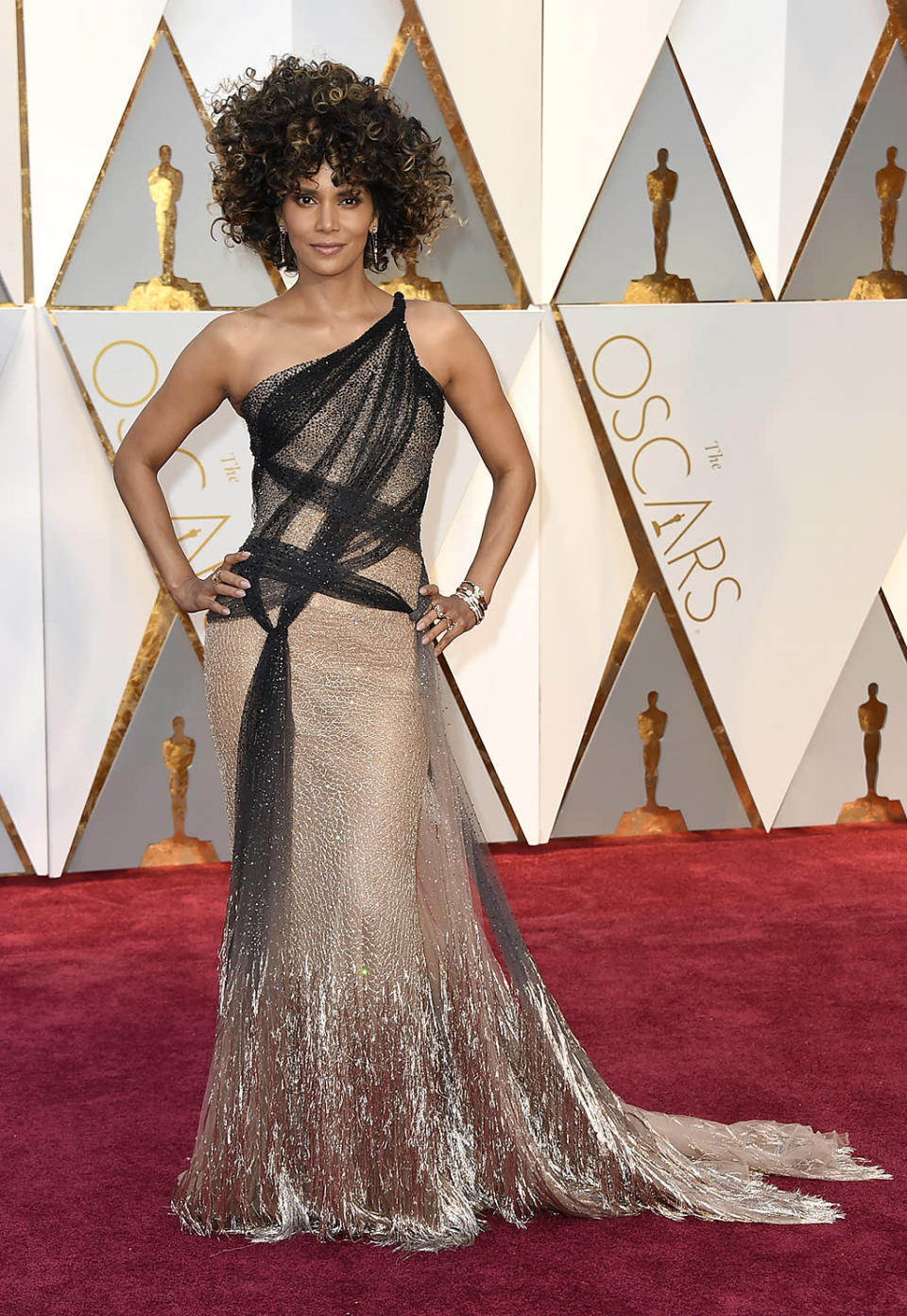 """<p>While Halle Berry's hairdo blew up Twitter, her Versace gown was also something special. She told E!, """"It's romantic and feminine and makes me feel good."""" Us, too!<br> (Photo by Jordan Strauss/Invision/AP)<br><br><a href=""""https://www.yahoo.com/style/oscars-2017-vote-for-the-best-and-worst-dressed-225105125.html"""" data-ylk=""""slk:Go here to vote for best and worst dressed.;outcm:mb_qualified_link;_E:mb_qualified_link;ct:story;"""" class=""""link rapid-noclick-resp yahoo-link"""">Go here to vote for best and worst dressed.</a> </p>"""