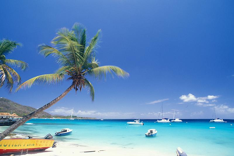 PLAGE, ILE MUSTIQUE, LES GRENADINES. (Photo by Jean-Marc LECERF/Gamma-Rapho via Getty Images)