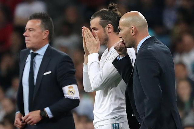 Soccer Football - La Liga Santander - Real Madrid vs Athletic Bilbao - Santiago Bernabeu, Madrid, Spain - April 18, 2018 Real Madrid coach Zinedine Zidane prepares to bring on Gareth Bale as a substitute REUTERS/Susana Vera