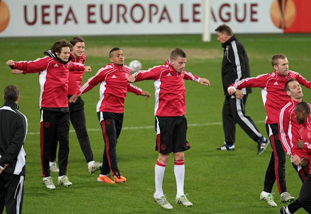 Dutch football club Ajax Amsterdam's Belgian player Toby Alderweireld (C) and teammates stretch out during a training session on February 16, 2011, in Brussels, on the eve of their Europa League 1/16 finals match against Sporting Anderlecht. AFP PHOTO/BELGA /VIRGINIE LEFOUR (Photo credit should read VIRGINIE LEFOUR/AFP/Getty Images)
