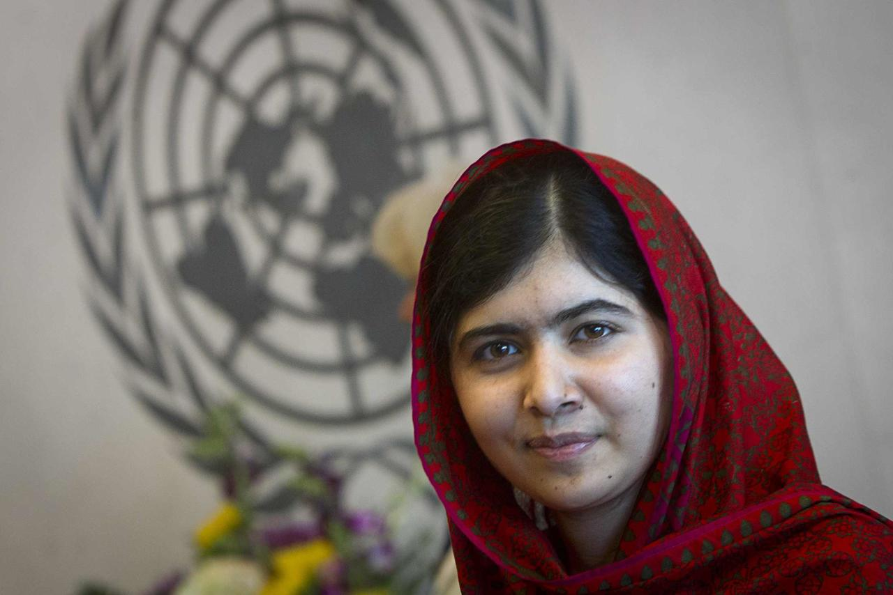 Pakistani schoolgirl activist Malala Yousafzai poses for pictures during a photo opportunity at the United Nations in the Manhattan borough of New York August 18, 2014. REUTERS/Carlo Allegri (UNITED STATES - Tags: SOCIETY POLITICS)
