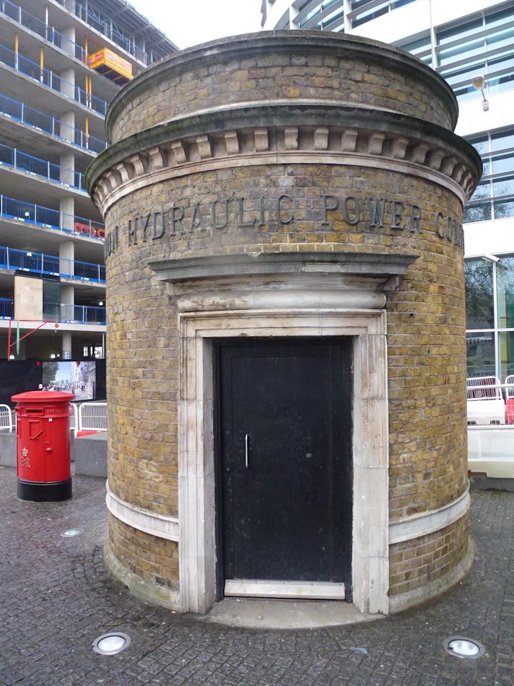 The Tower Subway was the world's first tube subway, and the tunneling technique used to create it is still used today, although now with computer-guided machines. It was used as a pedestrian tunnel, which closed to the public once the Tower Bridge opened. The circular building that served as the entrance still stands in Tower Hill.