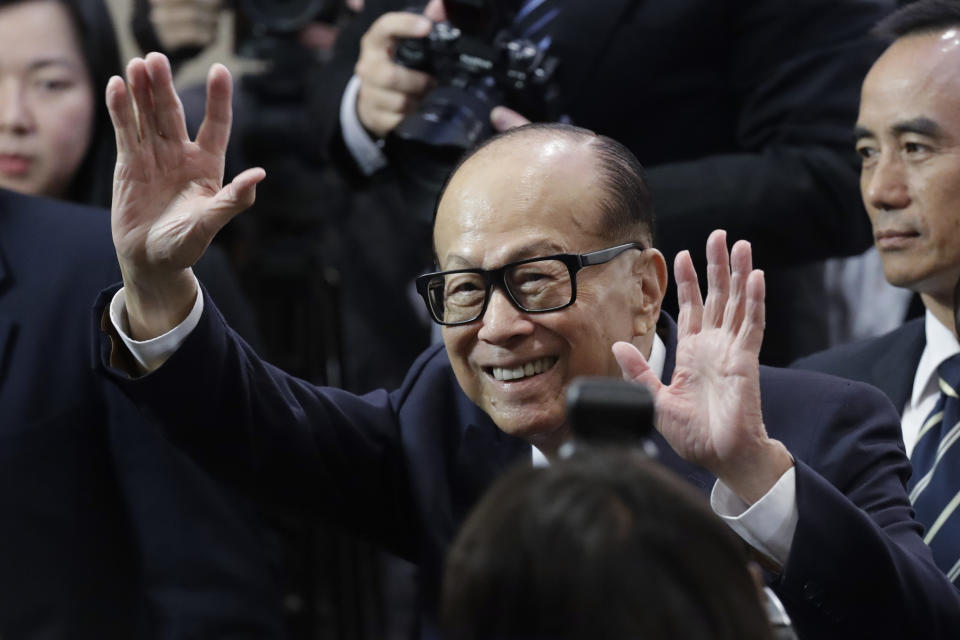 Hong Kong tycoon Li Ka-shing, chairman of CK Hutchison Holdings company, waves after a press conference to announce the company's annual results in Hong Kong, Friday, March 16, 2018. Li says he is retiring as chairman of his conglomerate just shy of his 90th birthday. (AP Photo/Kin Cheung)
