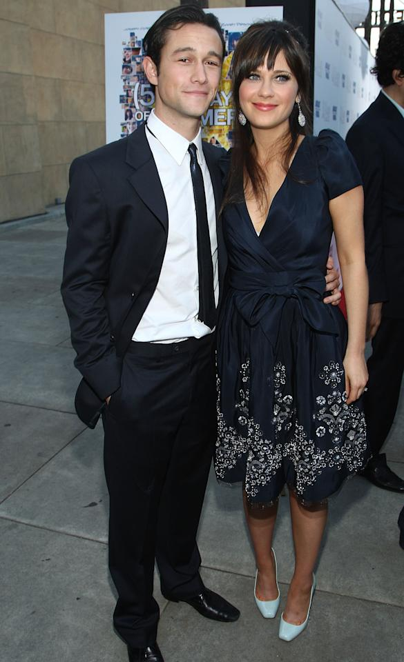 "HOLLYWOOD - JUNE 24:  Actor Joseph Gordon-Levitt and actress Zooey Deschanel arrive at the premiere of Fox Searchlight's ""(500) Days of Summer"" at the Egyptian Theatre on June 24, 2009 in Hollywood, California.  (Photo by Alberto E. Rodriguez/Getty Images)"