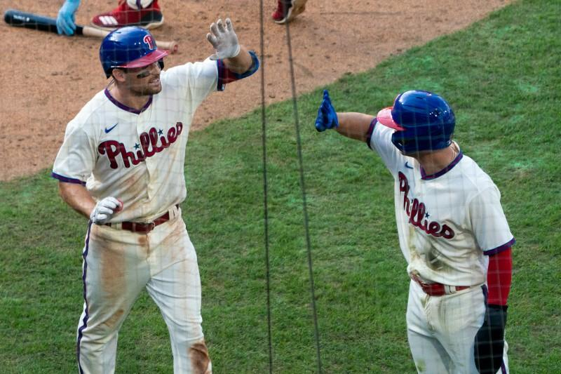 Phillies hit four homers to sink Marlins