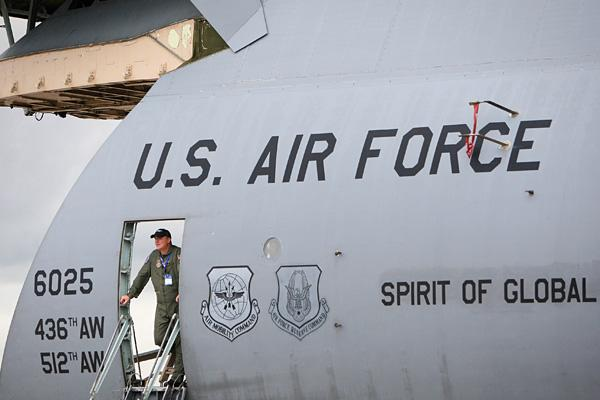 7. U.S. Air Force (USAF)  Overall Bliss Score: 4.206 Best-Rated Categories: The People You Work With (4.44); The Work You Do (4.39); The Person You Work For (4.35)  The aerial warfare branch of the armed services is headquartered at The Pentagon in Arlington County, Virginia, but as for other U.S. Air Force work locations, not even the sky is the limit. Air Force employees are supplied with housing and meals, and also have access to education programs, insurance and many other benefits.
