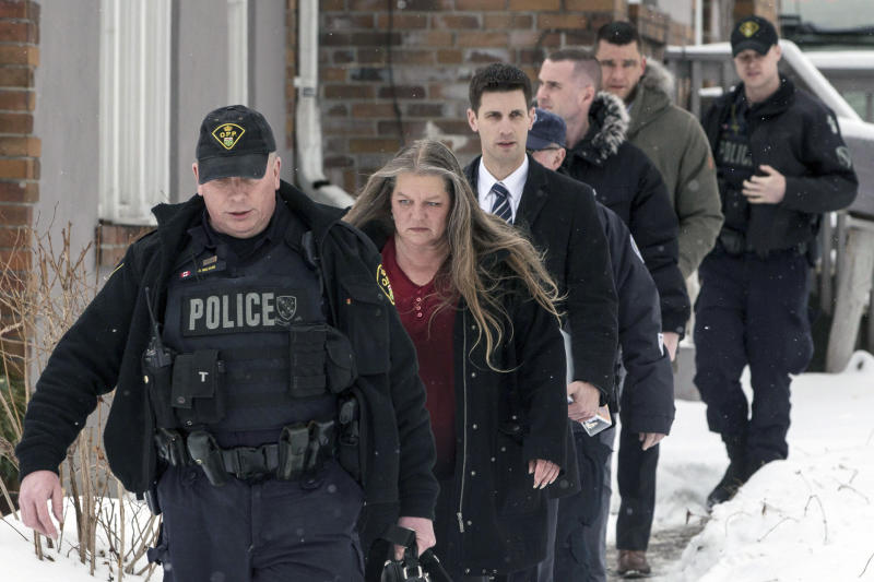 <p> Forensic anthropologist professor Kathy Gruspier, second from left, walks with police officers at a property where alleged serial killer Bruce McArthur worked, Thursday, Feb. 8, 2018 in Toronto. Toronto police say they've recovered the remains of at least 6 people from a property connected to alleged serial killer Bruce McArthur. (Chris Young/The Canadian Press via AP) </p>