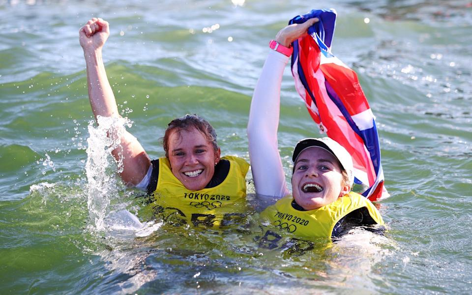 Hannah Mills and Eilidh McIntyre celebrate their win - GETTY IMAGES
