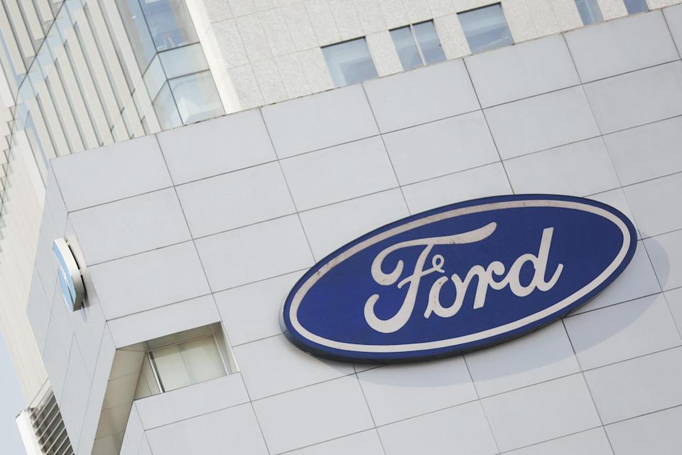 A Ford logo is pictured at a store of the automaker, in Mexico City, Mexico, April 5, 2016.  Ford Motor Co reported a 113 percent surge in quarterly net income and records for global and North American operating margins, thanks to robust pricing of its F-150 pickup trucks in North America and improved profit in Europe. REUTERS/Edgard Garrido/File Photo - TM3EC4S0RPF01