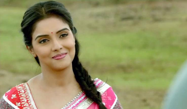 Asin is presently based in Mumbai but also own a opulent apartment in Marine Drive, Kochi. Being from Kerala, she has acquired a splendid farmhouse in Vegamon, Kerala.