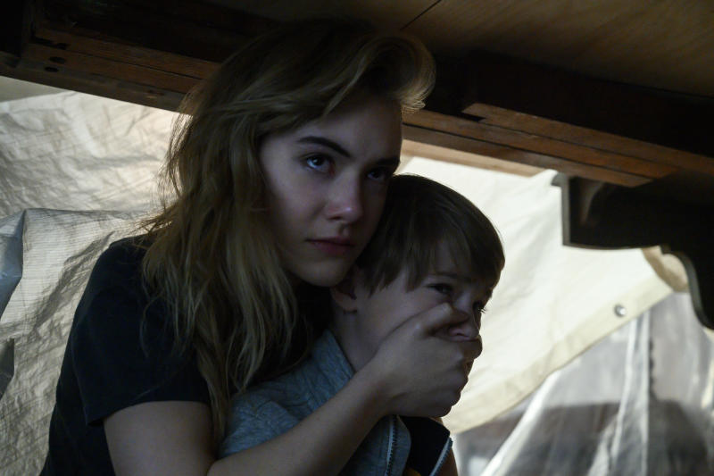 Emilia Jones, Jackson Robert Scott. (Netflix)