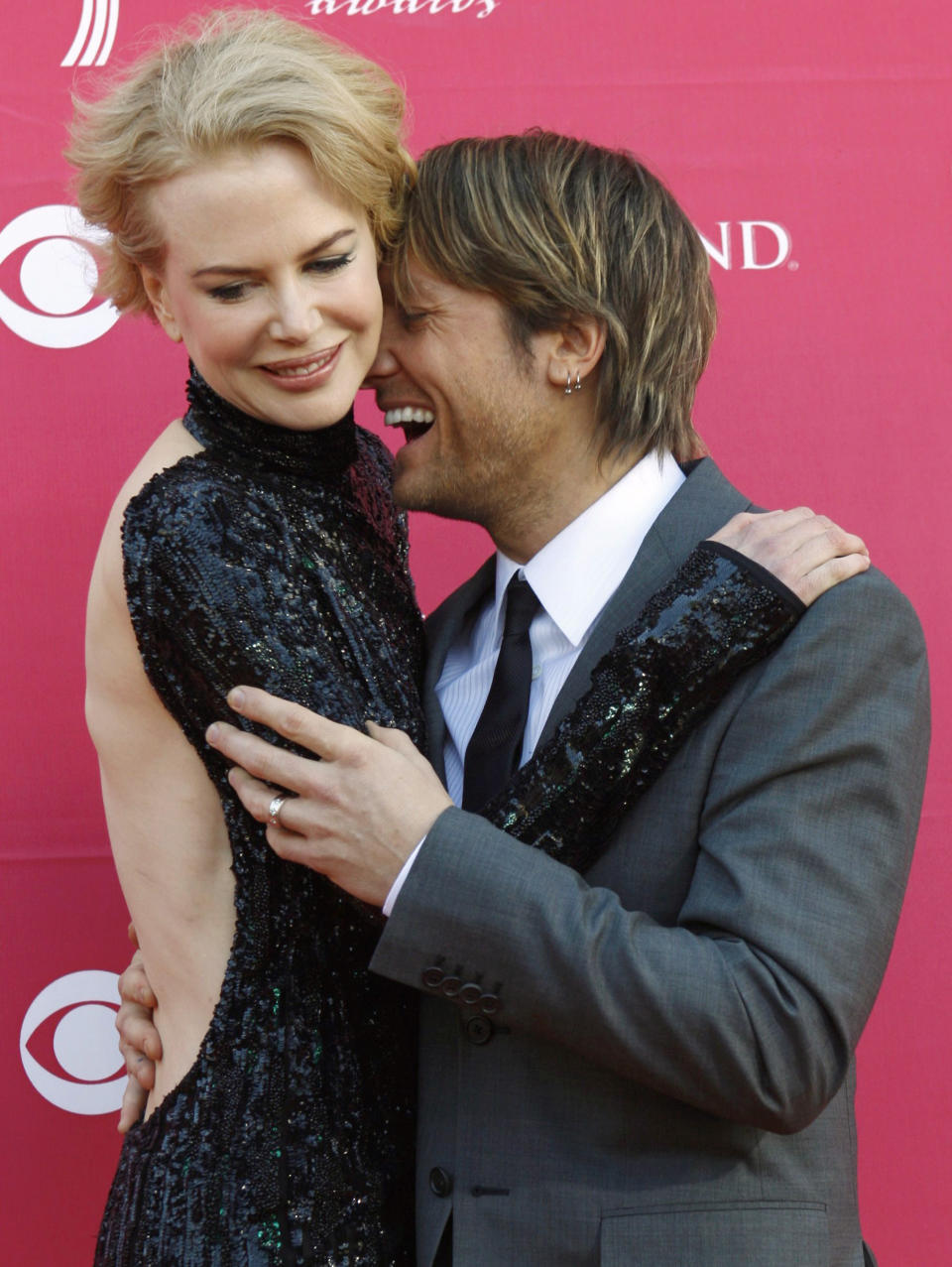 Actress Nicole Kidman and her husband, singer Keith Urban arrive at the 44th Annual Academy of Country Music Awards in Las Vegas April 5, 2009.     REUTERS/Steve Marcus (UNITED STATES ENTERTAINMENT IMAGE OF THE DAY TOP PICTURE)