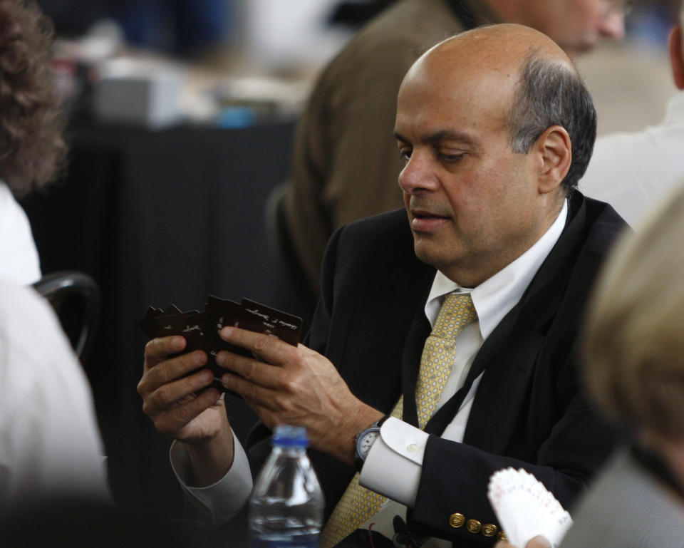 Ajit Jain, who runs some of Berkshire's insurance operations, plays a game of bridge during Berkshire Hathaway Shareholders annual meeting in Omaha, Nebraska May 3, 2009. REUTERS/Carlos Barria (UNITED STATES BUSINESS)
