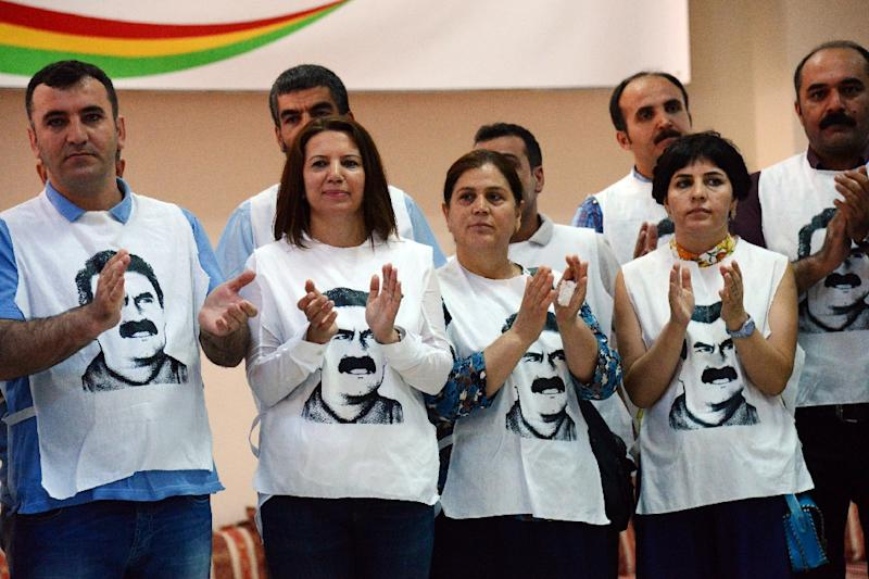 Supporters of Turkey's pro-Kurdish People's Democratic Party wear T-shirts featuring jailed PKK leader Abdullah Ocalan at a rally on September 5, 2016 (AFP Photo/Ilyas Akengin)