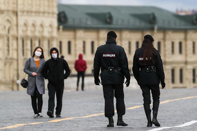 People wear masks in Moscow. (Getty Images)