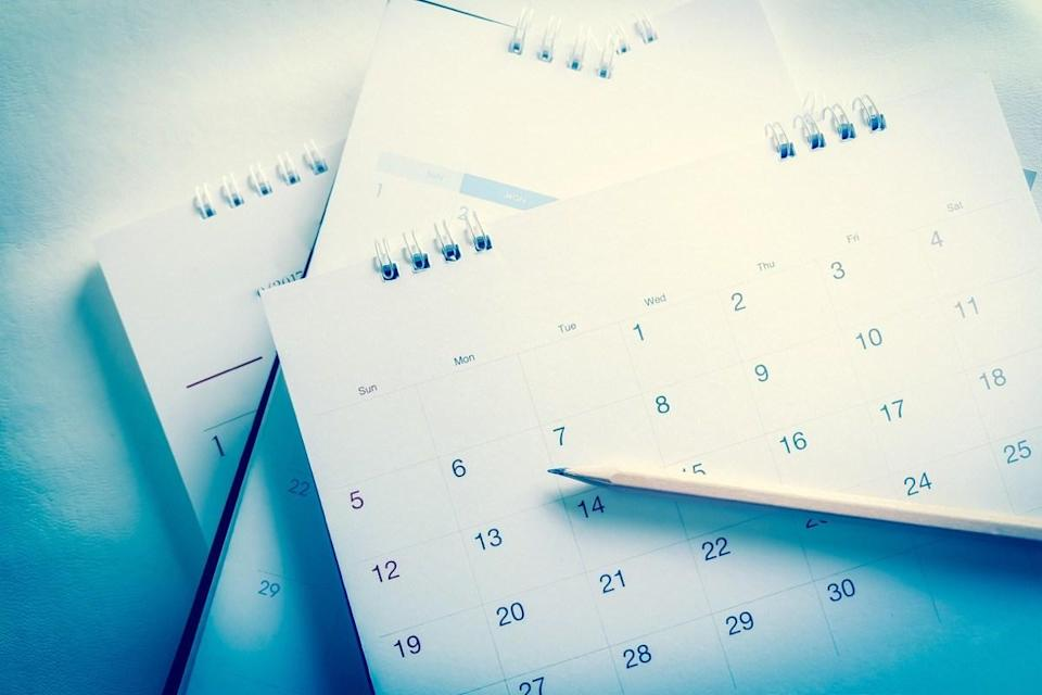"<span>With ""calendar,"" we have the opposite problem that we have with ""apparently""—swapping an ""e"" for the final ""a"" and ending up with ""calender,"" according to Oxford.</span>"