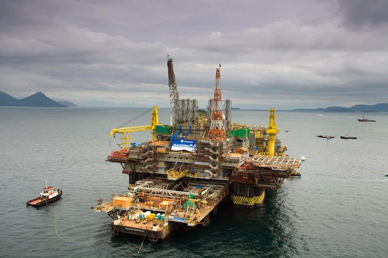 The Petrobras P-51 semi-submersible off-shore oil platform construction site at the Brasfelf shipyard in Angra dos Reis, Brazil on August 21, 2008 (AFP Photo/Edson Passarinho)