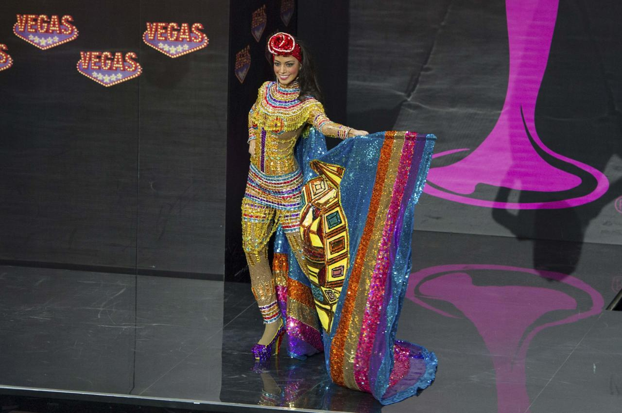 Alexia Viruez, Miss Bolivia 2013, models in the national costume contest during the Miss Universe 2013 pageant at Vegas Mall in Moscow
