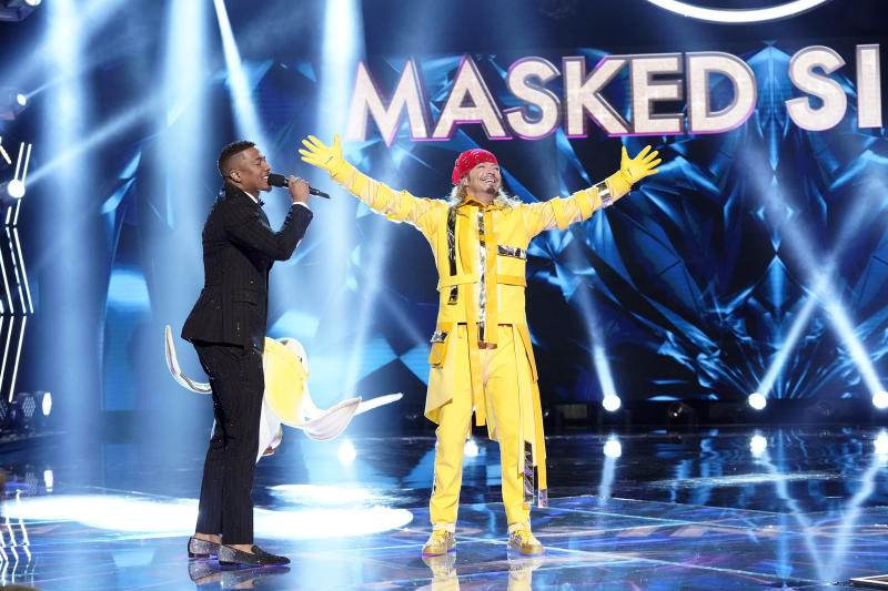 Nick Cannon and Bret Michaels in 'The Masked Singer.' (Photo: Fox via Getty Images)