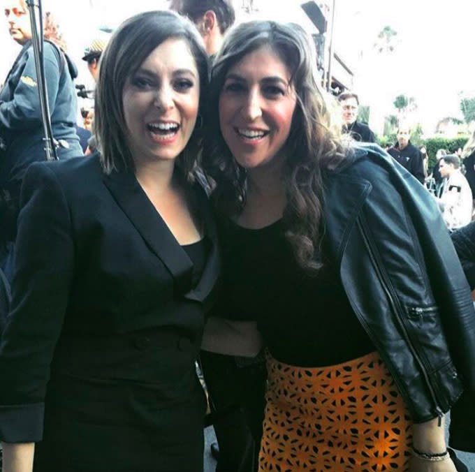 Rachel Bloom and Mayim Bialik just had the most hilarious fan interaction — and you'll never guess who ended up taking the picture