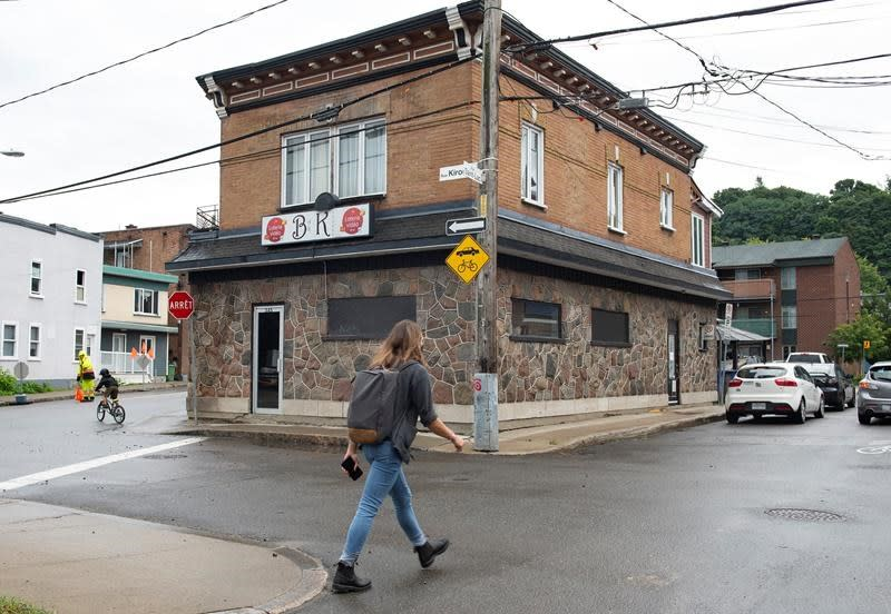 Quebec karaoke bar linked to growing COVID-19 outbreak, cases at three schools