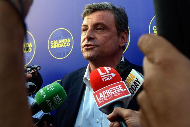 ROME, ITALY - 2021/10/01: Carlo Calenda, candidate for mayor of Rome speaks to the press, in Piazza del Popolo, before the closing rally of the electoral campaign for the municipal elections of 3 and 4 October 2021. (Photo by Vincenzo Nuzzolese/SOPA Images/LightRocket via Getty Images) (Photo: SOPA Images via Getty Images)
