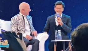 Watch: Shah Rukh Khan makes Amazon  CEO Jeff Bezos say the iconic 'Don' dialogue