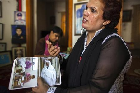 Pakistani Police Inspector Shazadi Gillani shows a photo of herself wearing a burqa, at her house in Abbottabad September 18, 2013. REUTERS/Zohra Bensemra/Files