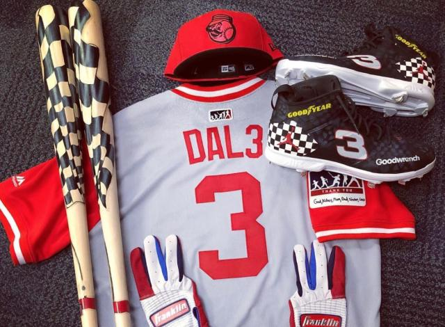 Scooter Gennett's Players Weekend uniform pays tribute to Dale Earnhardt. (@sgennett2/IG)