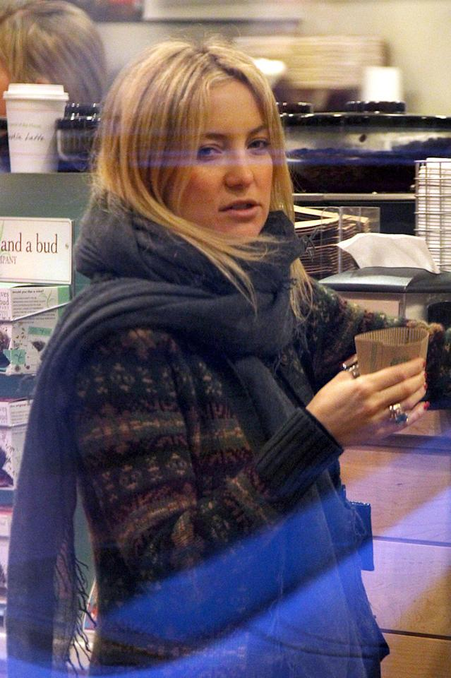 "Goldie's daughter, Kate Hudson, was snapped grabbing a cup of coffee in a cozy knit sweater and scarf. Pedro Andrade/KevinPerkins/<a href=""http://www.PacificCoastNews.com"" target=""new"">PacificCoastNews.com</a> - December 21, 2010"