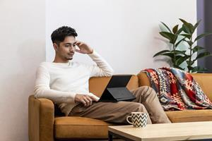 As the world's first pull-forward business convertible, [3]  the HP Elite Folio adapts to the way people transition between work and life utilizing Qualcomm® Snapdragon™ compute platforms to deliver optional 5G connectivity, and up to 24.5 hours of video playback. [4]