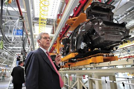 Philippe Varin, chief executive officer of French carmaker PSA Peugeot Citroen, visits the third factory of Dongfeng Peugeot Citroen Automobile company after its inauguration ceremony in Wuhan, July 2, 2013. REUTERS/China Daily