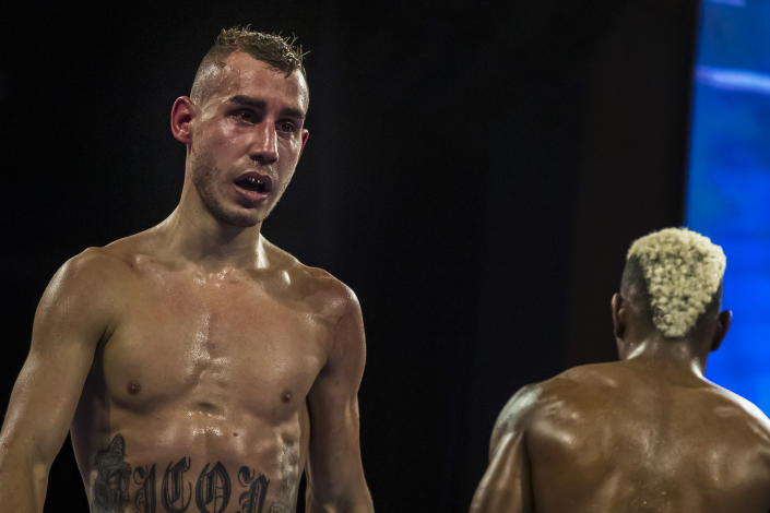 Maxim Dadashev (L) returns to his corners after the fourth round of a junior welterweight IBF title elimination fight The Theater at MGM National Harbor on July 19, 2019 in Oxon Hill, Maryland. (Getty Images)
