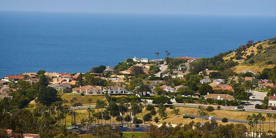 """<p>It's safe to say that Pepperdine wouldn't be the worst place to go to school. Study with sweeping views of the Pacific Ocean at this private university, nestled in the foothills of the Santa Monica mountains. The salty ocean air and sandy seashore enhance the majestic views. If the <a href=""""http://www.goodhousekeeping.com/life/travel/g4297/best-coastal-towns-in-america/"""" rel=""""nofollow noopener"""" target=""""_blank"""" data-ylk=""""slk:beach"""" class=""""link rapid-noclick-resp"""">beach</a> isn't your scene, cruise less than an hour to downtown Los Angeles for an urban change of pace. </p><p><em>photo: </em><a href=""""https://www.flickr.com/creativecommons/"""" rel=""""nofollow noopener"""" target=""""_blank"""" data-ylk=""""slk:Flickr Creative Commons"""" class=""""link rapid-noclick-resp""""><em>Flickr Creative Commons</em></a><br></p>"""