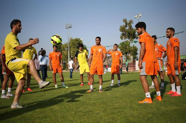 Palestinian players of Al-Ahli Hebron attend a training session in Gaza City on August 5, 2015 (AFP Photo/Mohammed Abed)