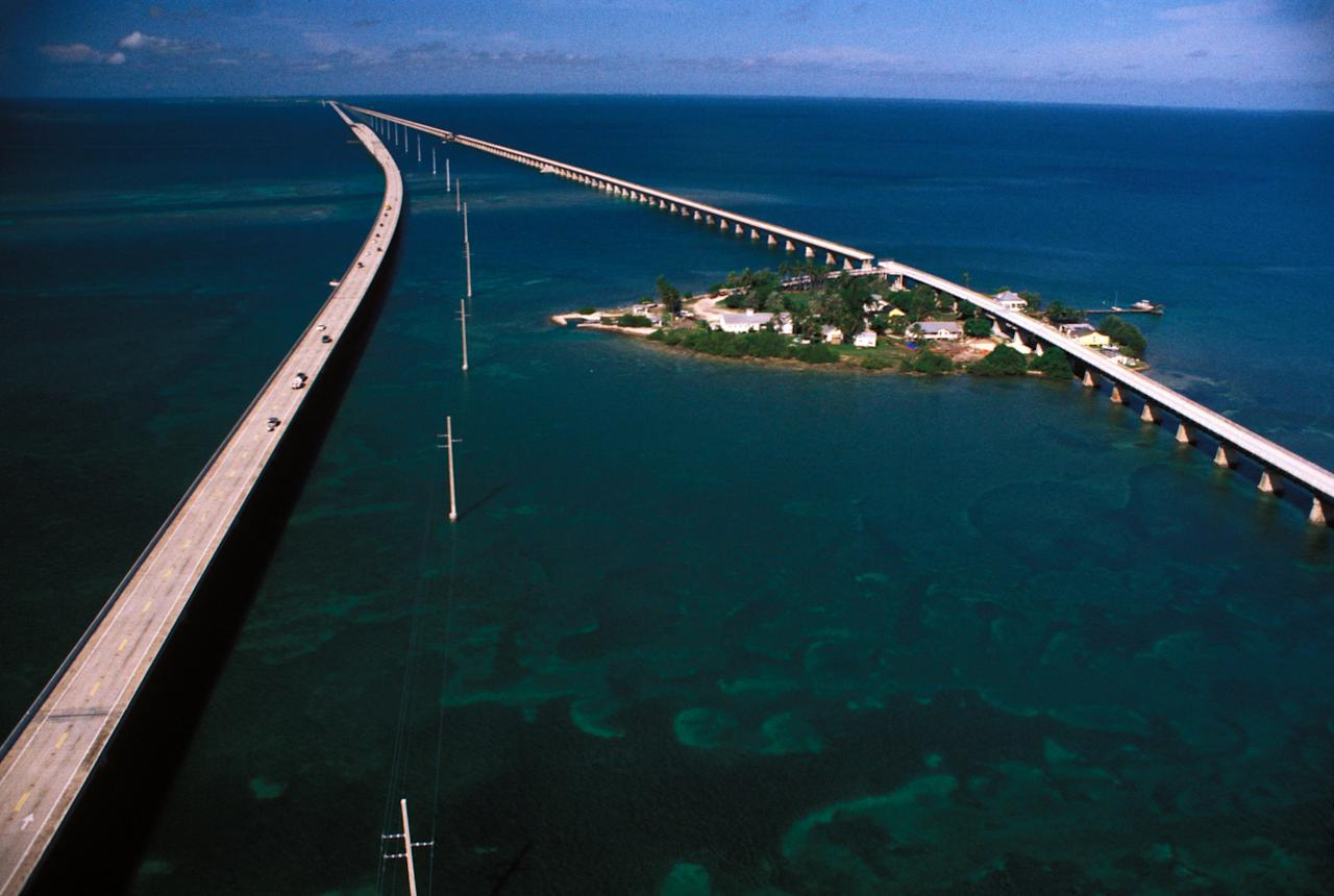 <p>Connecting mainland Florida to the archipelago that ends with Key West is the famous Seven Mile Bridge. Completed in 1912, the highway is part of the 2,369-mile-long US 1.</p>