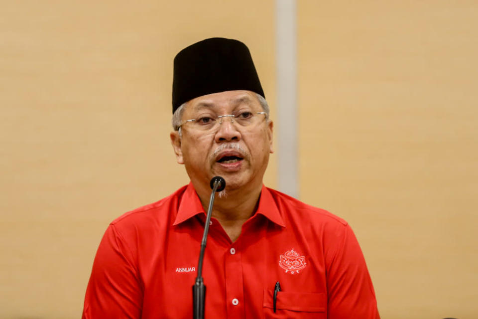 Umno secretary-general Tan Sri Annuar Musa says the party wholeheartedly agreed based on convention and consensus that the president of Umno is also the chairman of Barisan Nasional. — Picture by Firdaus Latif