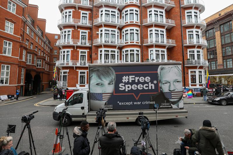 Ecuador Rejects WikiLeaks Claims That It Plans to Expel Assange