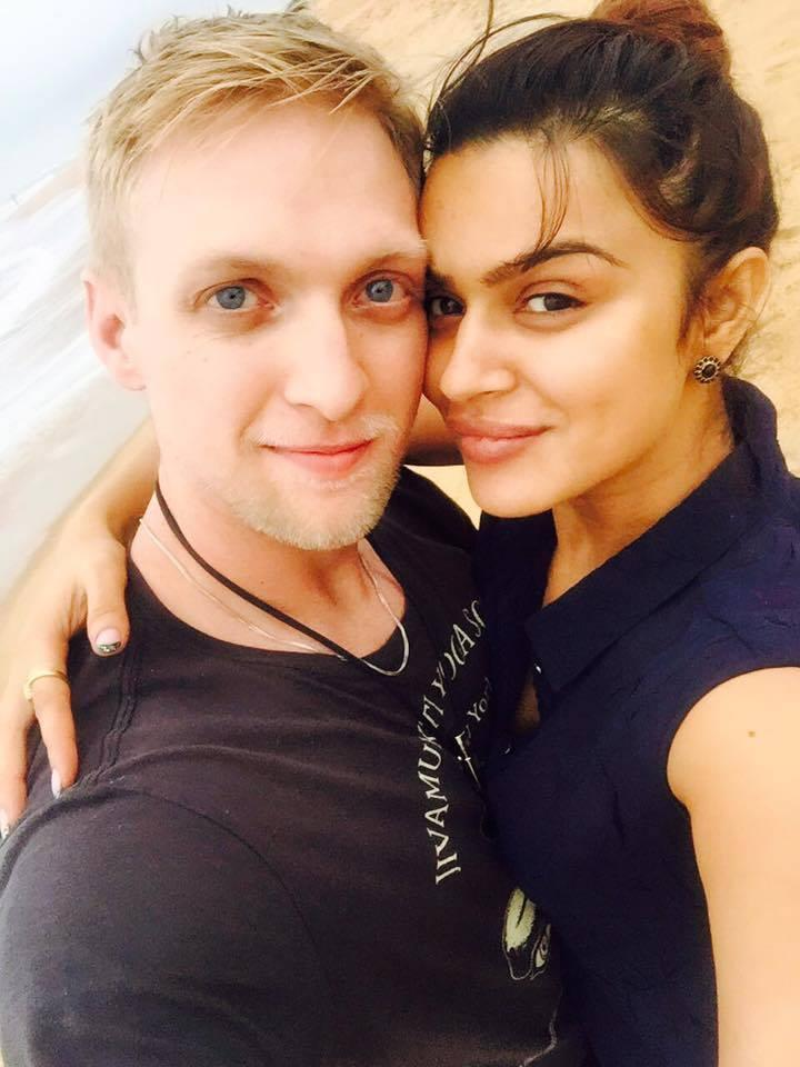<p>This popular face of Indian TV married her American boyfriend in December 2017. They had a star-studded wedding ceremony, one following Hindu rituals, and then a Christian wedding, and our bride looked gorgeous in both. For her white wedding, Aashka wore her mother-in-law's wedding gown after some necessary alterations. Now how adorable is that! The couple was seen together in a reality show earlier. </p>