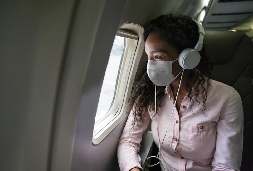 It's important to take precautions to reduce the spread of COVID-19 while traveling. (Photo: Hispanolistic via Getty Images)