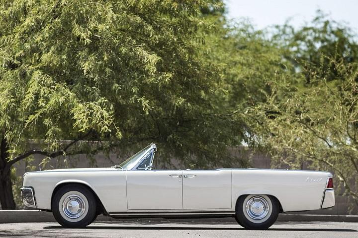 jackie kennedy s 1961 lincoln continental convertible. Black Bedroom Furniture Sets. Home Design Ideas
