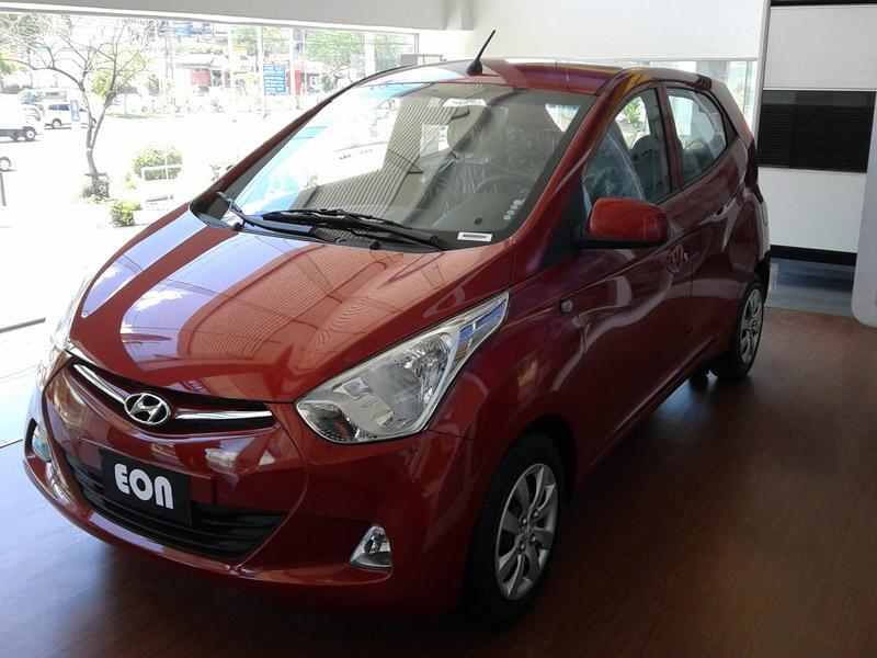 <p>Hyundai Eon; Price Range: Rs 3.3 to 4.56 lakh; Mileage: 18-21 kmpl </p>