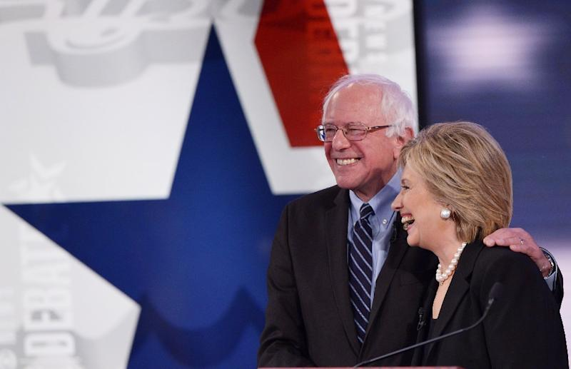 Democratic presidential hopefuls Hillary Clinton and Bernie Sanders hug after the second party primary debate at Drake University on November 14, 2015 in Des Moines, Iowa (AFP Photo/Mandel Ngan)