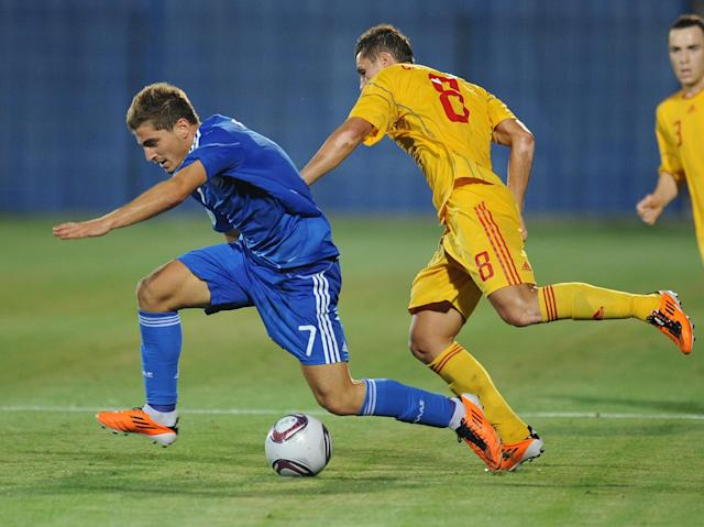 Alin Carstocea (R) of Romania vies for the ball with Charis Mavrias (L) of Greece during the football final tournament of UEFA European Under-19 Championship 2010/2011 in Berceni village next to Bucharest July 23, 2011. AFP PHOTO/DANIEL MIHAILESCU (Photo credit should read DANIEL MIHAILESCU/AFP/Getty Images)