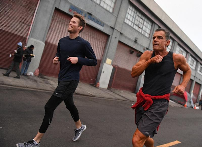 The brains behind the Midnight Runners project is a Los Angeles judge, Craig Mitchell (R), an avid jogger who spends his days on the bench overseeing murder, rape and other felony cases (AFP Photo/Mark RALSTON)