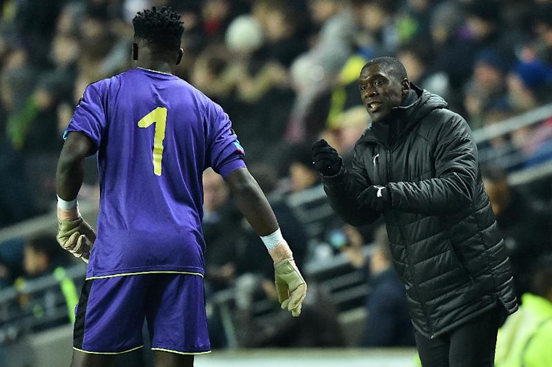 Cameroon coach Clarence Seedorf instructs goalkeeper Andre Onana during a 1-0 friendly loss to Brazil in England last November (AFP Photo/Glyn KIRK                  )